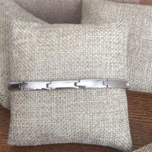 Jewelry - 🆕Silver tone bracelet